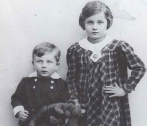 Jenia (Yenya) Greenberg now Reich, and her brother Leon (Leibush) Greenberg.