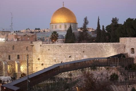 http://www.jewishpress.com/wp-content/uploads/2011/12/Temple-Mount-e1405434628245.jpg