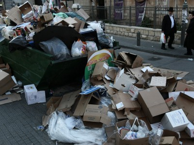 .Garbage, piling up during a general strike, will now be collected again.