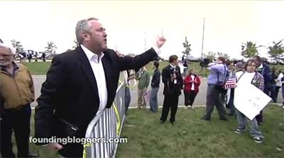Andrew Breitbart in action, challenging anti-Glenn Beck demonstrators