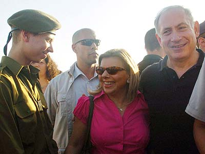 Benjamin Netanyahu and wife Sara visited Yair after he completed boot camp.
