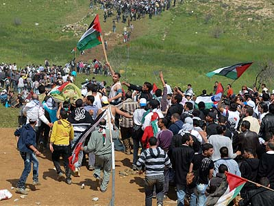 Arab demonstrators held Palestinian flags as they approached the village of Majdal Shams in the Golan Heights in 2011.