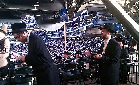 Mincha prayer at Citi Field during the Asifa.