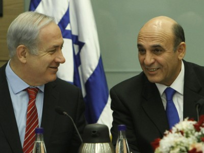 Prime Minister Netanyahu talks with Shaul Mofaz