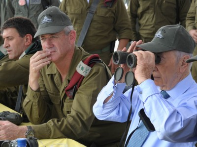 IDF Chief of Staff Benny Gantz visited the Golani brigade with Israeli president Shimon Peres.