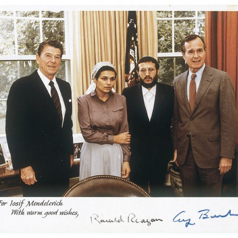Rabbi Mendelevitch and Avital Sharansky meet then-President Reagan and Vice President Bush.