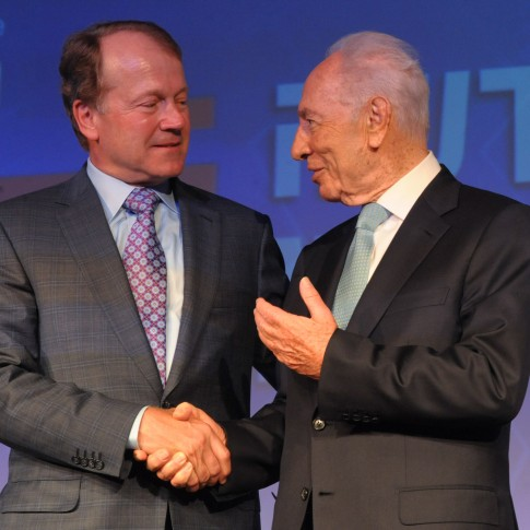 John Chambers, CEO of CISCO Systems Inc., meets with Israeli president Shimon Peres at the Presidential Conference in Jerusalem.