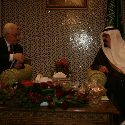 Palestinian President Mahmoud Abbas meets with King Abdullah of Saudi Arabia