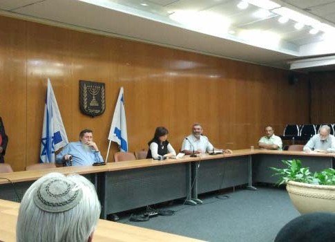 National Union MKs Michael Ben-Ari (R.) attacking Likud MK Tzipi Hotoveli while his party colleague MK Ya'akov Katz (L.) is looking away in embarrassment.