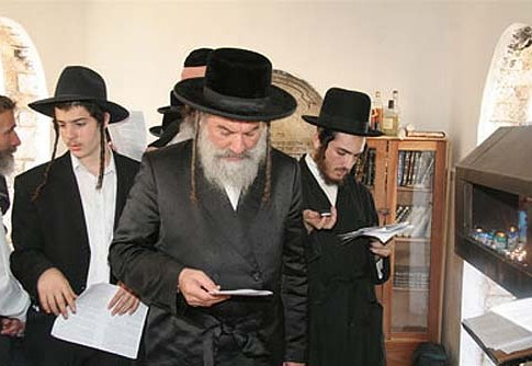 The Ashlag Rebbe, Rabbi Simcha Avraham Halevy, with followers.