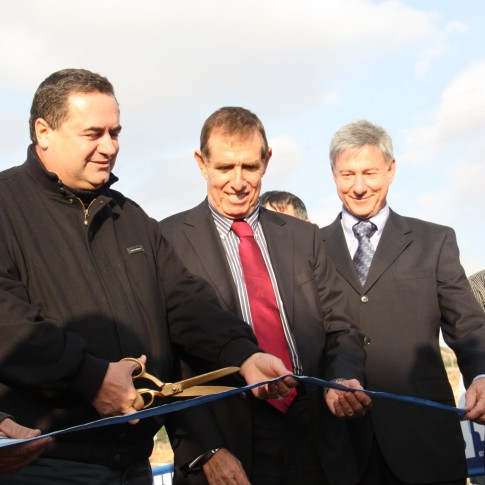 Minister of Transport Yisrael Katz (second from left) inaugurating a new road