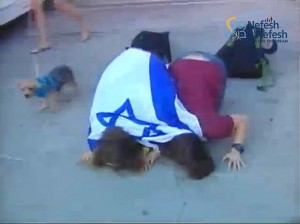 Two young olot actually fulfilled the custom of kissing the hallowed ground, in this case the Ben Gurion tarmac.