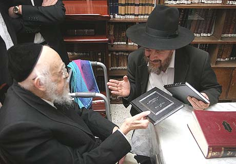 The question was posed to R. Elyashiv (L.) by his student, Rabbi Ben Tzion HaCohen Kook (R.)