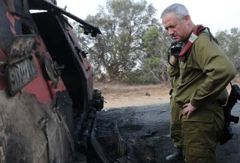 Chief of the General Staff Lt. Gen. Benny Gantz toured the Kerem Shalom area early Monday morning
