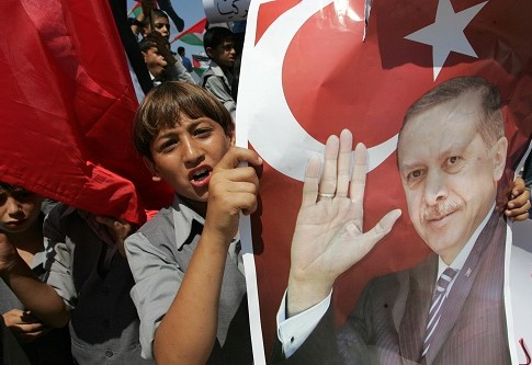 Palestinian demonstrators holding posters of PM Erdogan and the Turkish flag