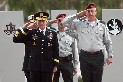 Israeli Chief of Staff Lt. Gen. Benny Gantz, right, and U.S. Joint Chiefs of Staff, Army Gen. Martin Dempsey in Tel Aviv, Jan. 20, 2012.