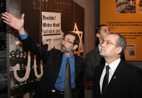 Photo: The Rumanian Prime Minister at Yad Vashem