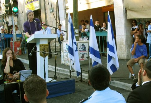 Frimet Roth speaking at the unveiling of a plaque at the site of the Sbarro restaurant massacre, in Central Jerusalem, September 2003.