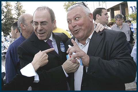 Silvan Shalom (L) with a Likud primary voter, back in 2008.