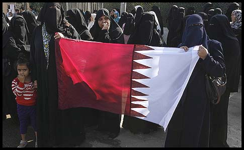 Gazan women held the Qatari flag near the Rafah border crossing with Egypt in honor of visiting Qatari Emir Sheikh Hamad bin Khalifa.
