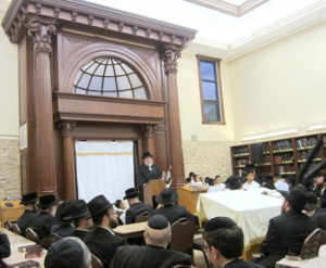 Rav Yochanon Henig, mara d'asra of the Los Angeles Chassidishe Kollel, speaking at the Chanukas Habayis. Photo Credit: Rabbi Arye D. Gordon