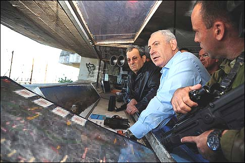 Netanyahu and Barak at the Syrian border, Nov. 14.