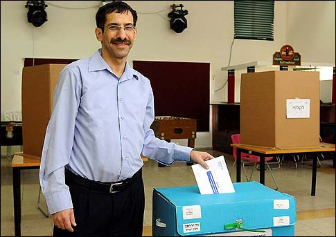 Uri Orbach voting in the primary to select the leading Jewish Home party candidates.