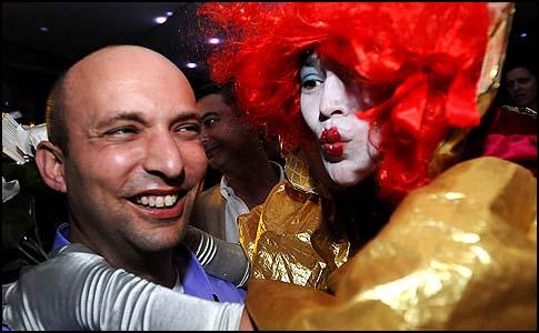 HaBayit HaYehudi leader Naftali Bennett visited clubs in Tel Aviv,. December 27 2012.