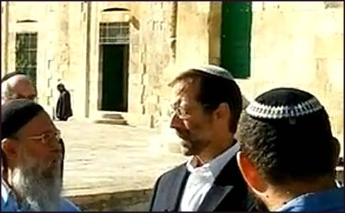 Moshe Feiglin davened with a minyan on Temple Mount.