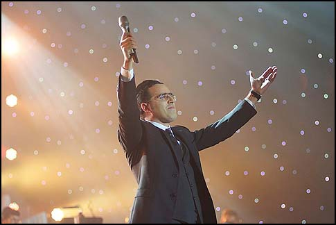 "Yaakov Shwekey performing live at his ""Shir L'Chayalim"" (A Song for the Soldiers) concert in Tel Aviv, January 02, 2012."