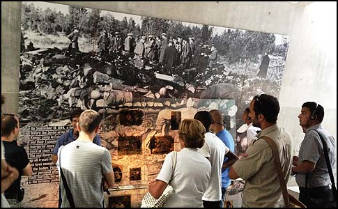 Palestinian visitors at Yad Vashem.