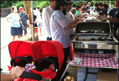 New Yorkers munch on kosher barbeque.