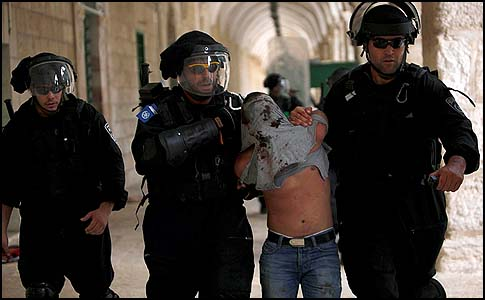 Israeli riot police arrest a Palestinian stone thrower during clashes at Jerusalem's Al-Aqsa Mosque compound after Friday prayers, October 05, 2012.
