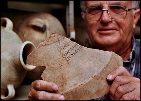 The late Prof. Ehud Netzer displaying a shard from a 2,000-year-old amphora bearing King Herod's name.