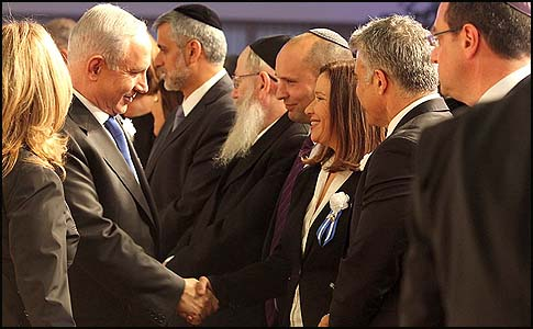 Israeli's Prime Minister Benjamin Netanyahu shaking hands with Labor party leader Shelly Yachimovich, who is flanked by Naftali Bennett to her right and Yair Lapid to her left.