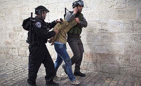 Israeli border police arrest an Arab stone throwing suspect in the Old City of Jerusalem, March 8, 2013 .