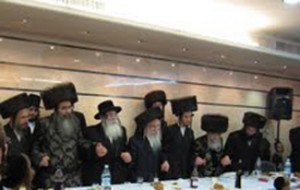 Spinka Rebbe dancing with chassidim
