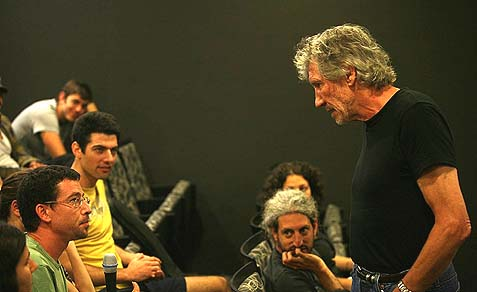 British rock legend Roger Waters speaking to students in Jerusalem in 2009.