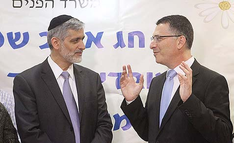 Former and current Interior ministers, Eli Yishai (L) and Gideon Saar.