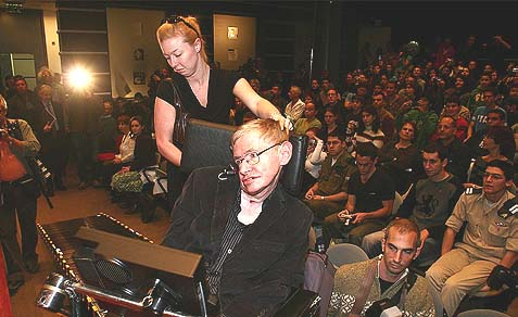 Prof. Stephen Hawking participated in a conference with Israeli soldiers and students at the Bloomfield Museum of Science in Jerusalem, December 10, 2006.