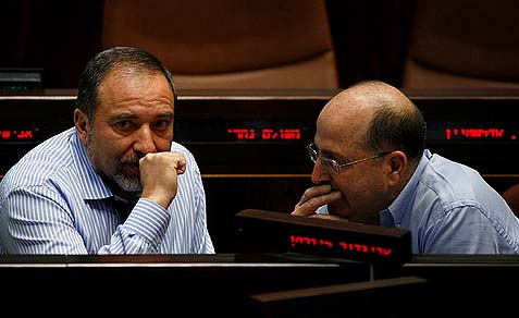 Israel Beiteinu's Avigdor Liberman speaking with Defense Minister Moshe Ya'alon.