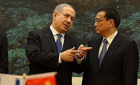 Israeli Prime Minister Benjamin Netanyahu (L) with China's Premier Li Keqiang at the Great Hall of the People in Beijing, May 8, 2013.