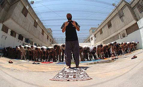Muslim prisoners praying at the Ayalon prison complex.