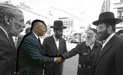 Assemblyman Dov Hikind showing mayoral candidate Bill Thompson around Borough Park, Brooklyn.