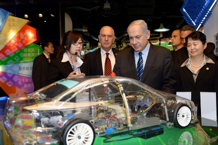 Prime Minister Netanyahu visits a Technology exhibition  in Shanghai on an official tour this week