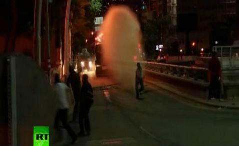 Police water cannon drenches Turks protesting the government of Erdogan