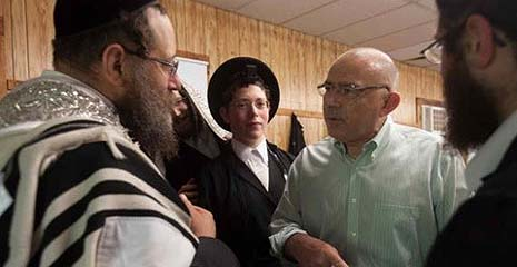Sal Albanese with Jewish voters.