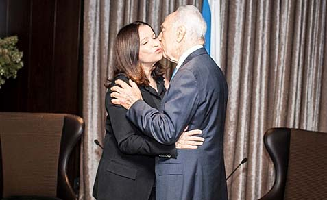 President Peres met with Labor Chair Shelly Yachimovich (L.) to secure her support for Bibi's peace.