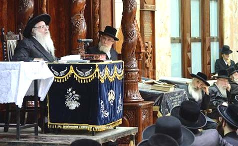 "Rabbi Shmuel Dovid Halberstam, the Sanz-Klausenberger Rebbe, spoke in Beit Shemesh against the conspiracy of secular and religious Zionists to ""uproot the Torah."""
