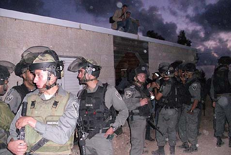 Israeli riot police surrounded the Albert home. Photo: Hakol Hayehudi